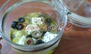 Queijo Fresco em Azeite com Azeitonas