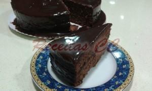 Bolo chocolate com creme de Brigadeiro